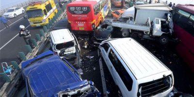 VIDEO. Más de 100 autos se accidentan en Corea del Sur
