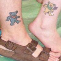 Oso amarillo y oso azul. Algún significado amoroso deben tener aquellos osos Foto:Tumblr.com/Tagged-tatoo-wtf-pareja