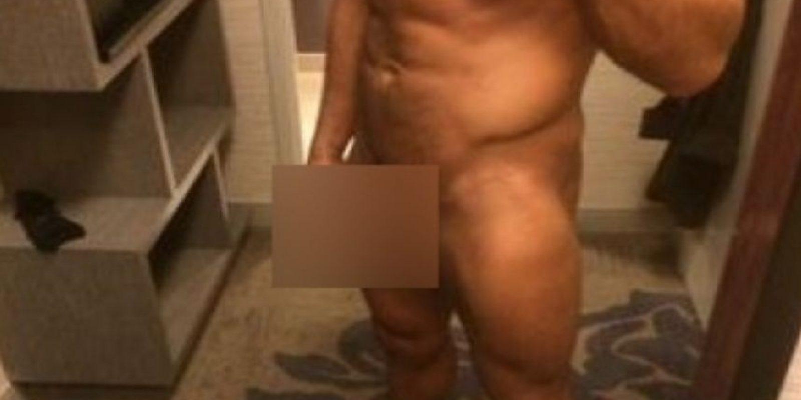 La esposa de Rollins, Leighla Shultz, se molestó y posteó una foto del luchador desnudó y con la palabra: ¿Zahara?, escribiendo mal el nombre de la diva de NXT Foto:Twitter