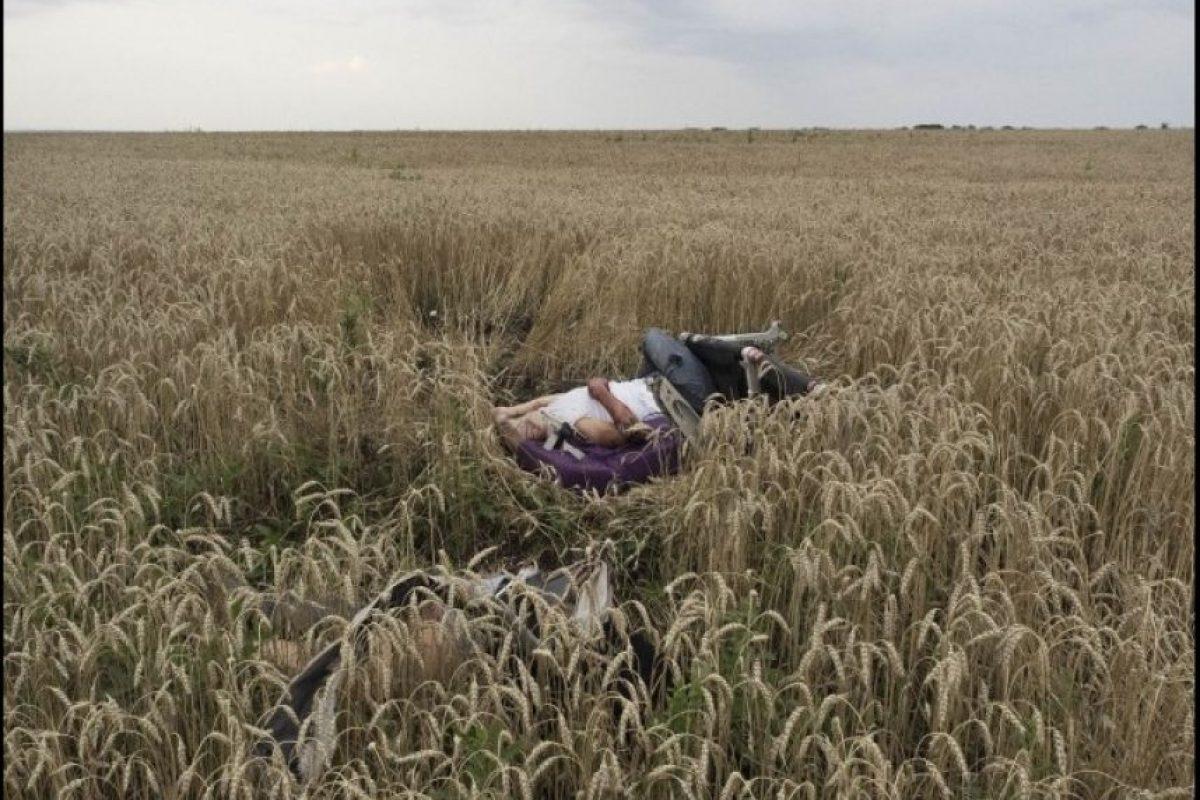 """Primer lugar, """"Historia en noticias en el momento"""": Los restos de un pasajero del vuelo MH17 de Malaysia Airlnes fueron captados por Jéròme Sessini, de Francia Foto:World Press Photo 2015"""