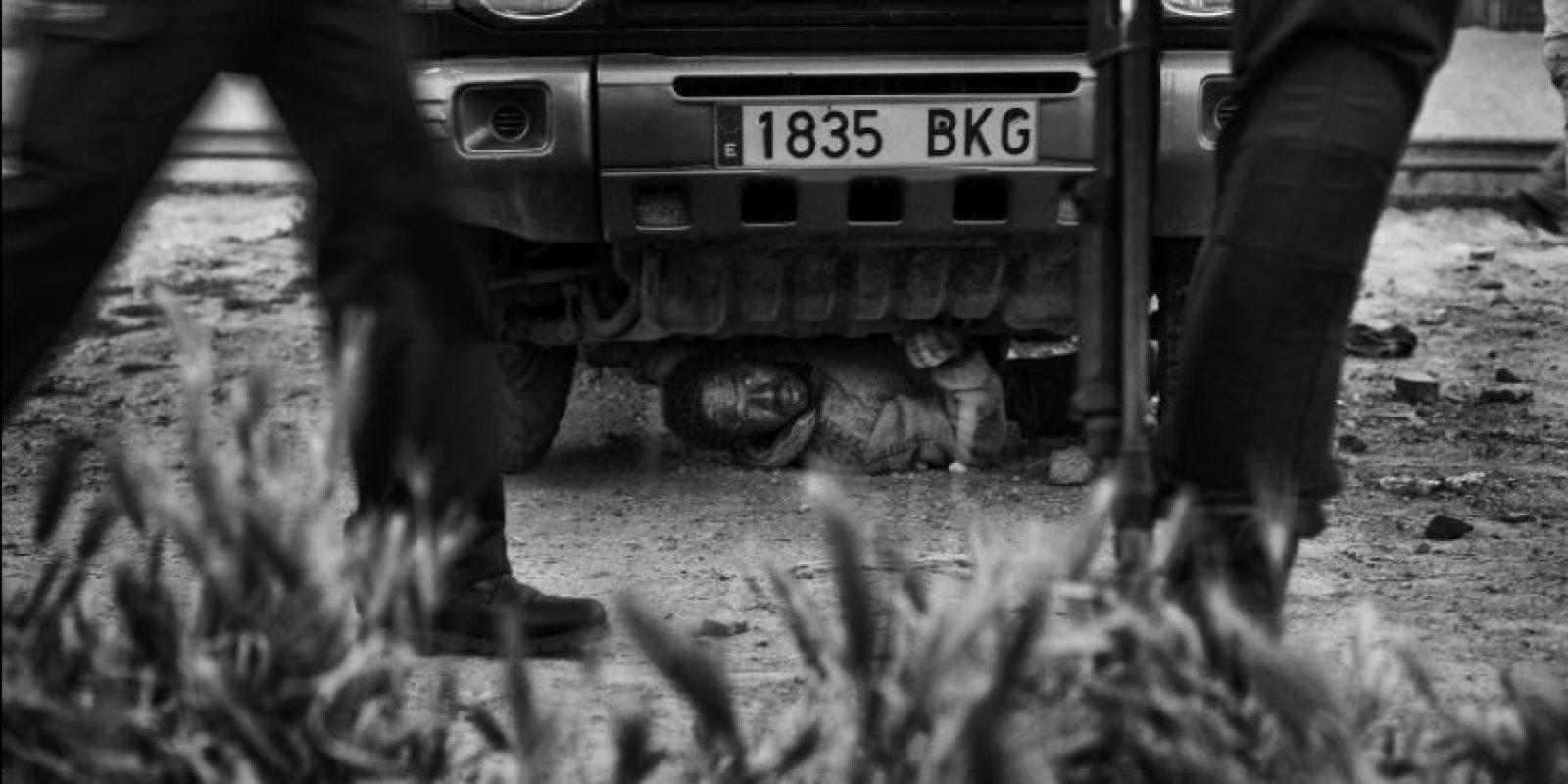 """Tercer Lugar, """"Noticias Generales"""": La fotografía de Gianfranco Tripodo, de Italia, muestra a un migrante escondiéndose para no ser deportado, en España. Foto:World Press Photo 2015"""