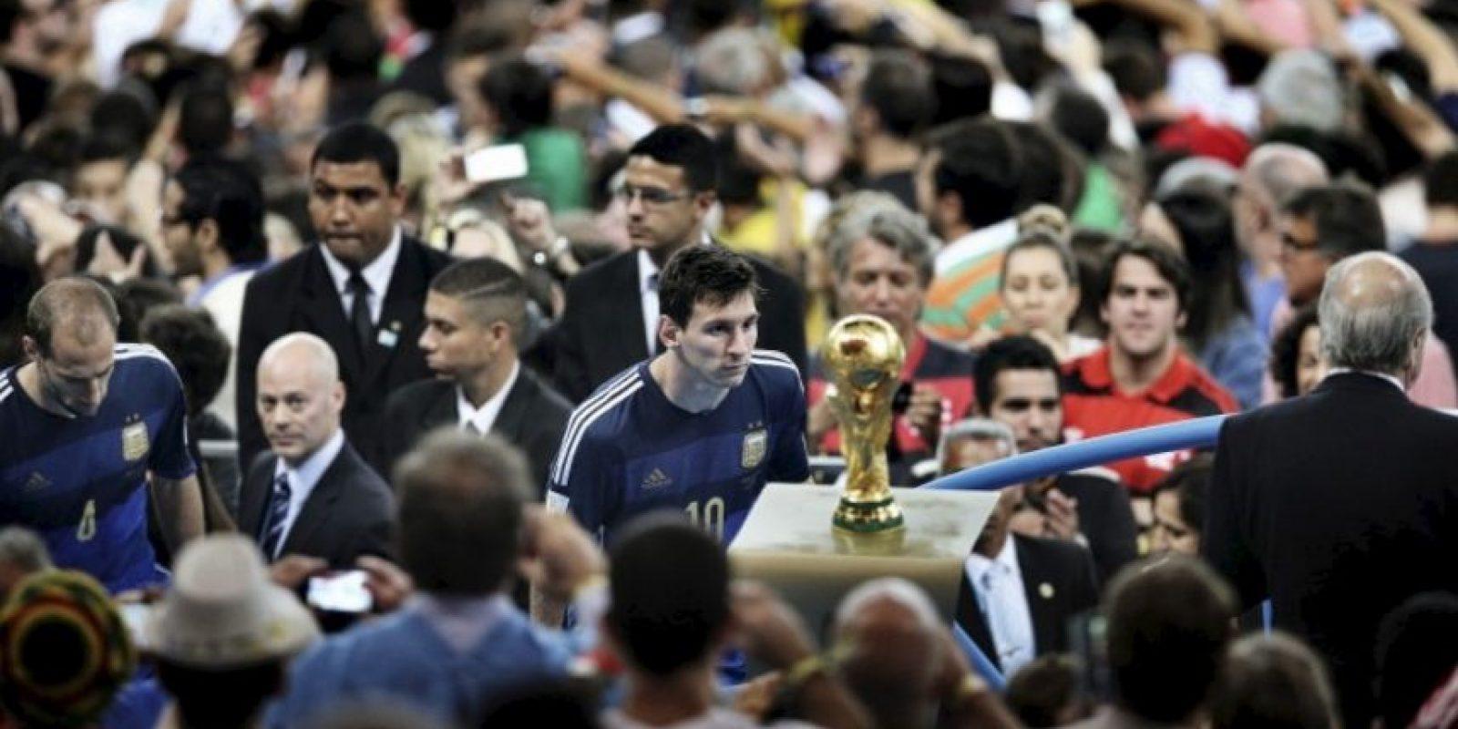 "Primer lugar ""Deportes"": Bao Tailiang, de China, muestra el momento en que Lionel Messi observa la Copa del Mundo. Argentina perdió la final en contra de Alemania 1-0. Foto:World Press Photo 2015"