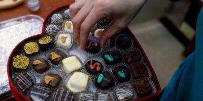 """El doctor Bankole A. Johnson de la Universidad de Texas, dice, """"que el chocolate estimula los centros de placer del cerebro. Contiene los precursores de los neurotransmisores serotonina y la dopamina"""" Foto:Getty Images"""