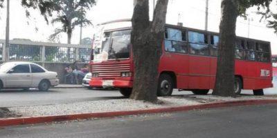 Encapuchados toman 10 buses para trasladar a