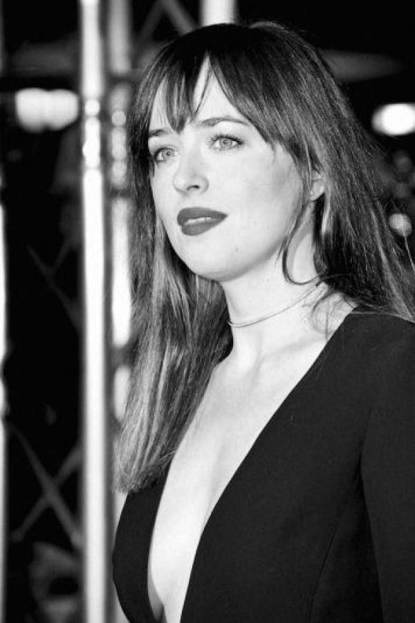 """Aunque prefiere mantener en discreción su vida amorosa, la protagonista de """"50 Sombras de Grey"""" también celebrará soltera este San Valentin. Foto:Getty Images"""