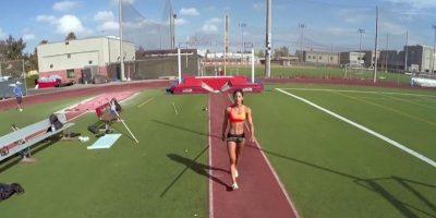 VIDEO: El salto con garrocha de esta hermosa atleta en primera persona