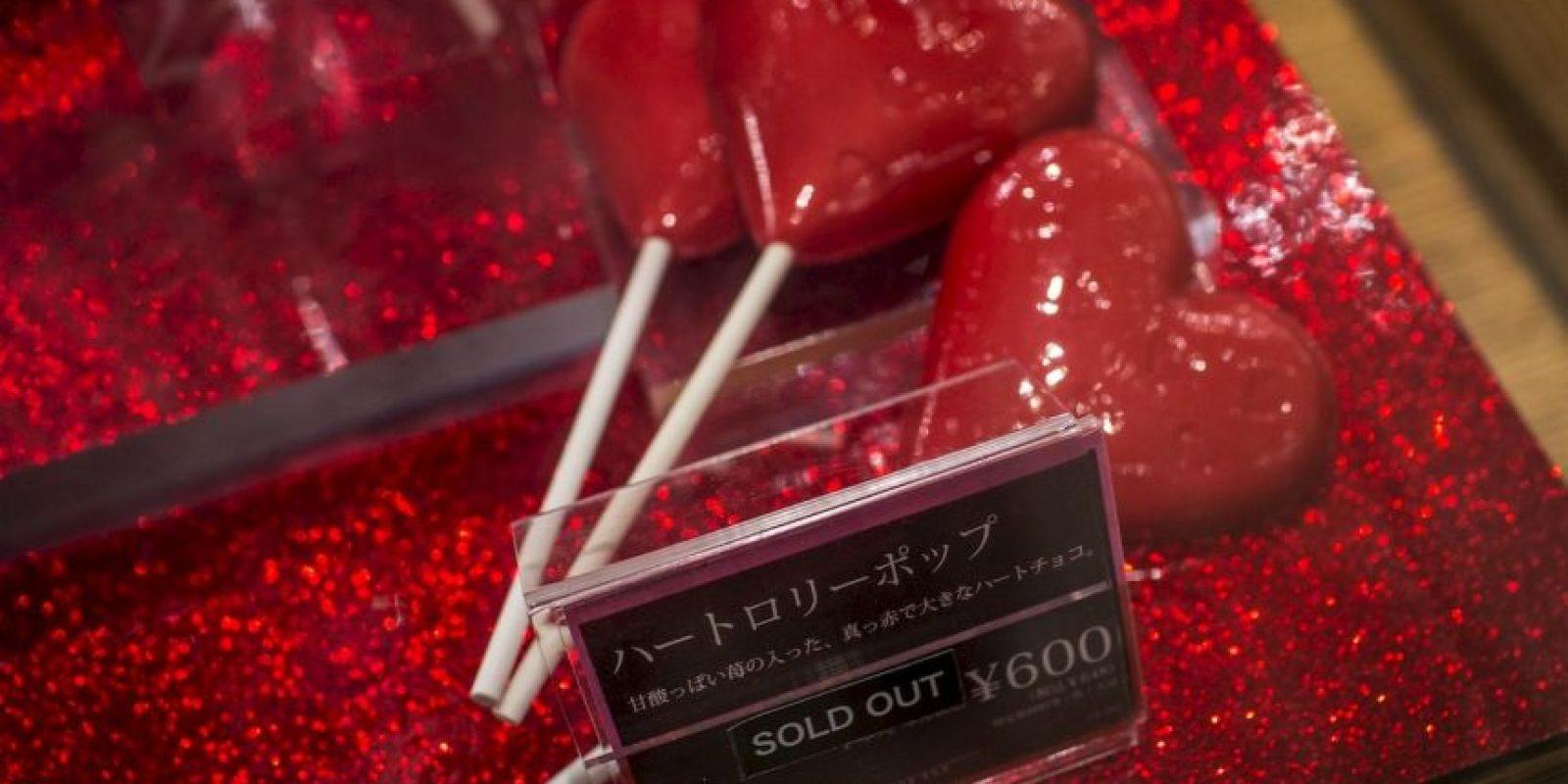 """Japón: Paletas de chocolate muestran el letrero """"Agotado"""" Foto:Getty Images"""