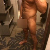 La esposa de Rollins se molestó y posteó una imagen del luchador sin ropa Foto:Twitter