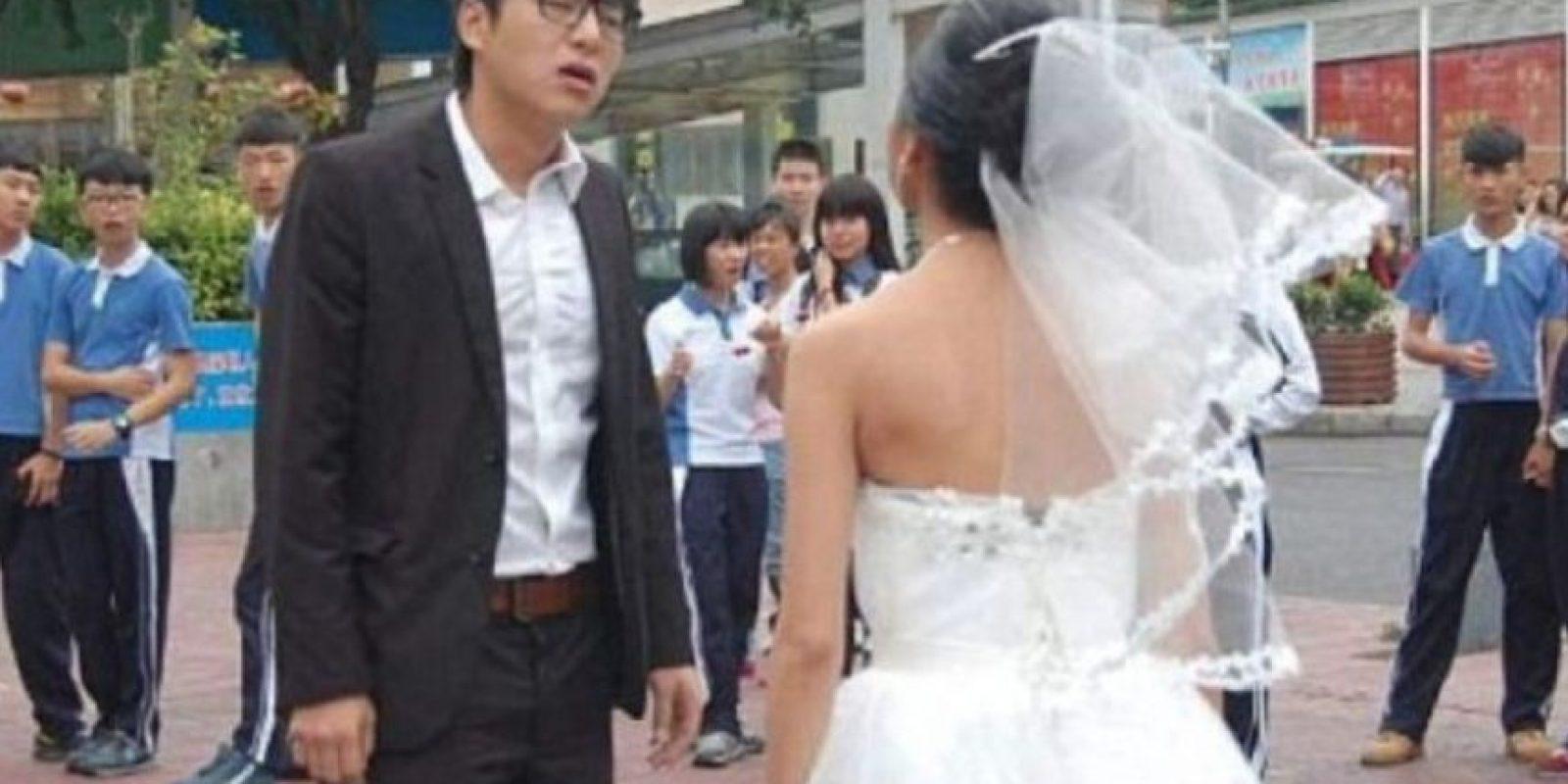 Una mujer se maquilló como anciana en sus fotos de boda para generar una escena de película. Foto:Weibo