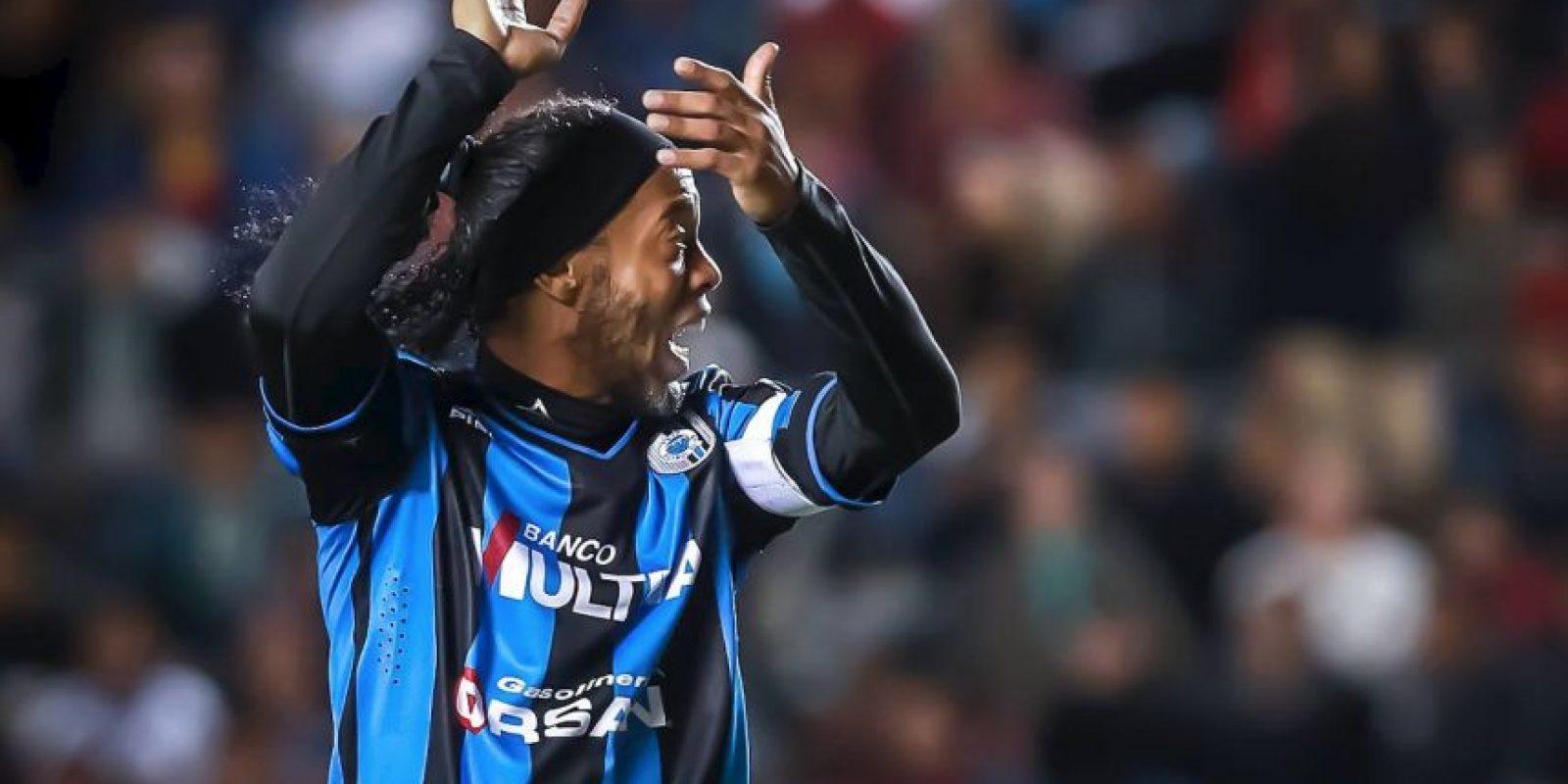 Gana un millón de dólares al año Foto:Facebook: Ronaldinho Gaúcho