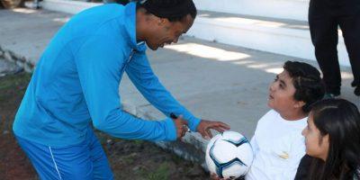 Se rumora que ya piensa su salida a Angola Foto:Facebook: Ronaldinho Gaúcho