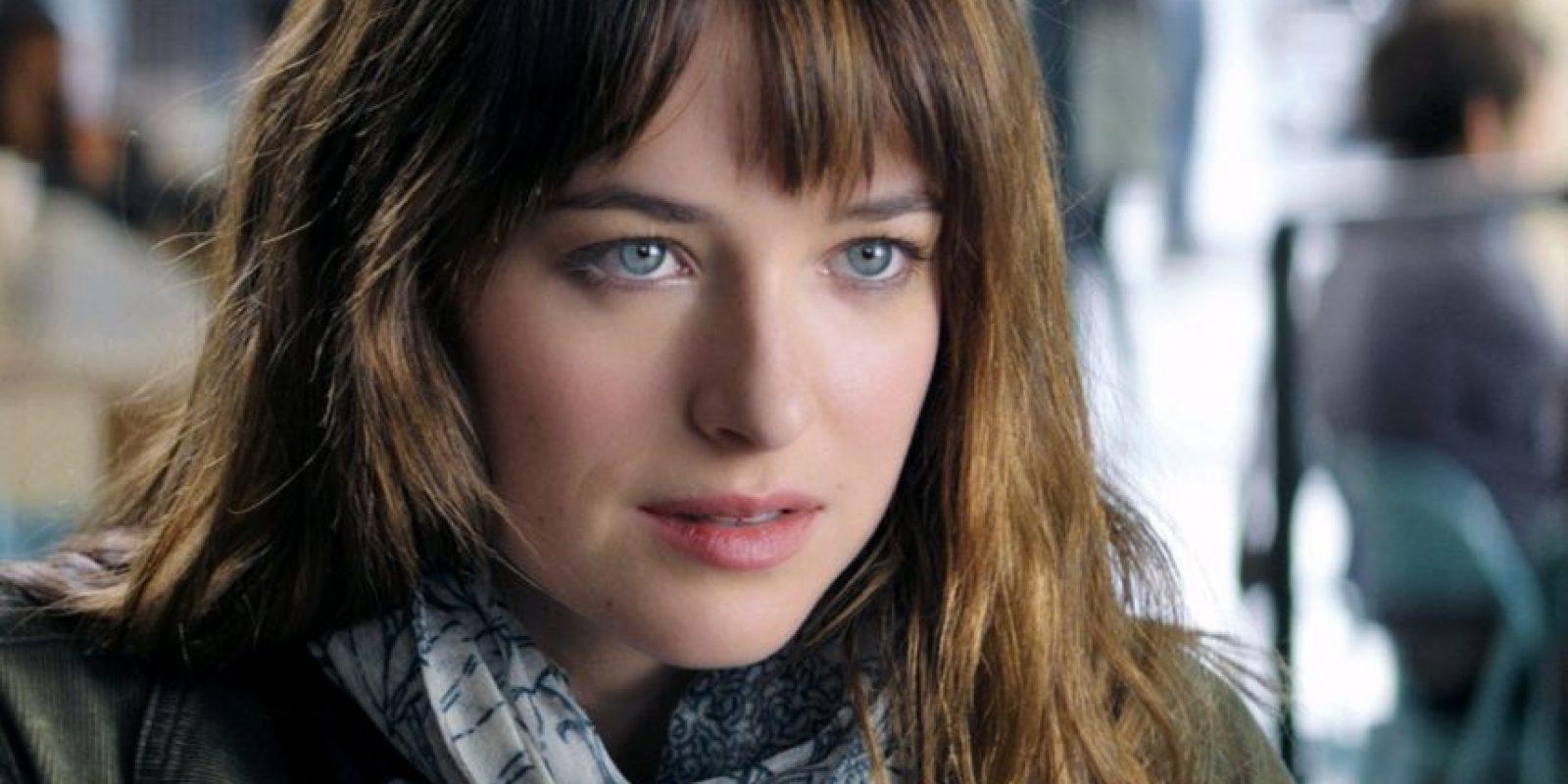 """Anastasia es lo que se define en el reino de la ficción como una """"Mary Sue"""": perfecta, virginal, inocente, fascinante, aunque no muestre nada para probarlo. Y es increíble que no se haya tocado a sí misma en 22 años. Foto:Universal"""