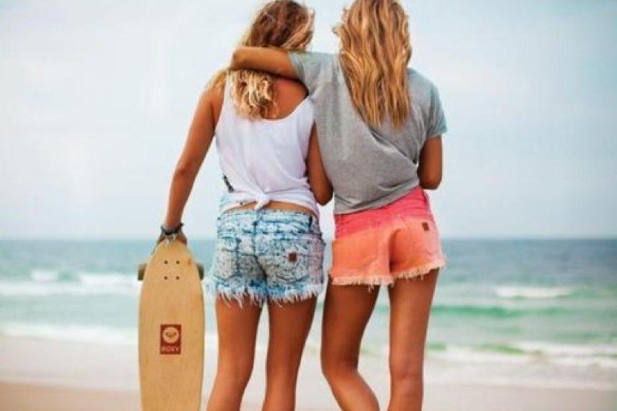 4. Cuando estás de lo más romántica con tu novio, ella se nota incómoda. Foto:Tumblr.com/Tagged-amigas-enojadas