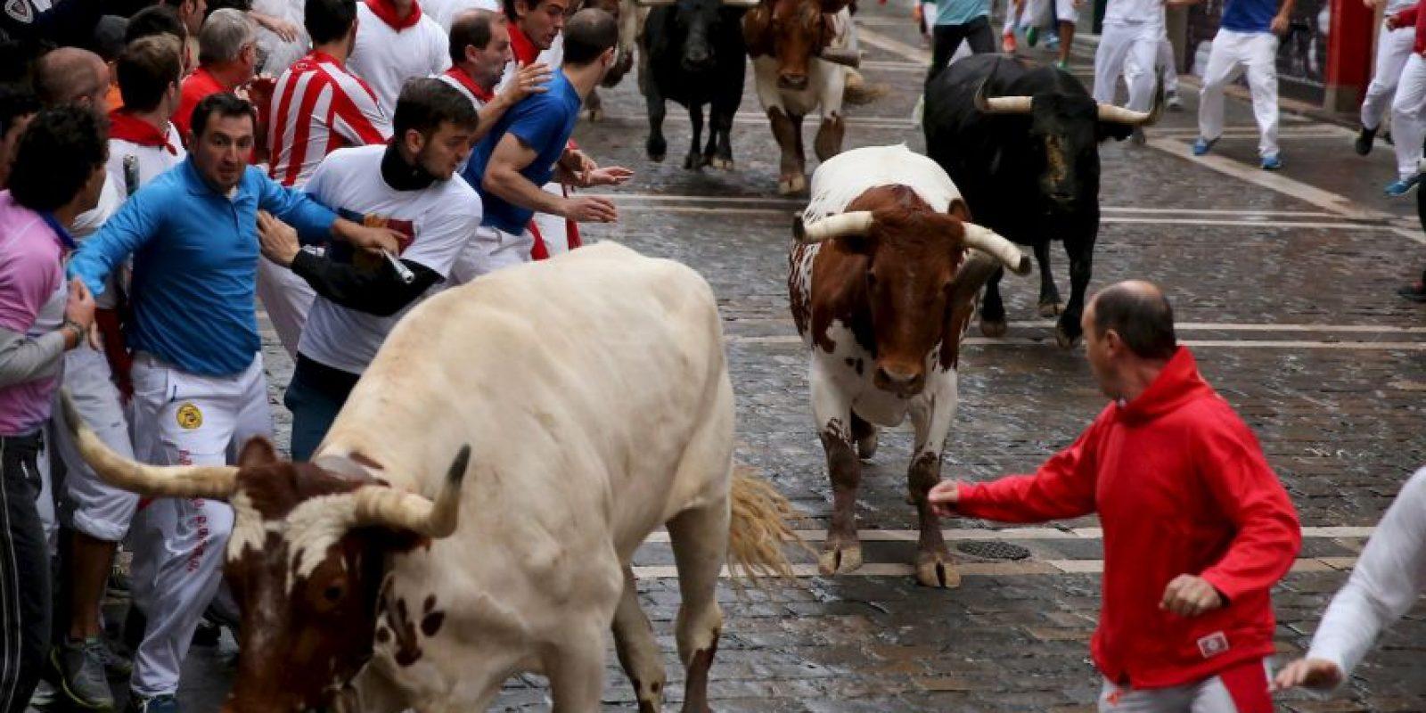Consiste en un recorrido de 849 corriendo delante de toros. Foto:Getty Images