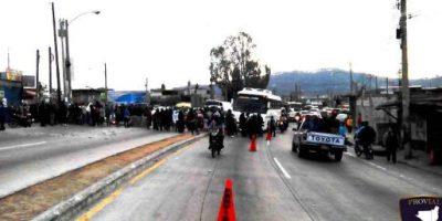 FOTOS. Manifestantes bloquean el paso en el km 15 de ruta al Atlántico