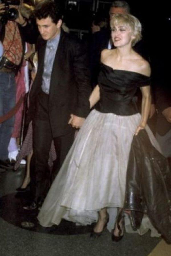 Sean Penn: El actual novio de Charlize Theron fue acusado de violencia doméstica en los 80. El famoso actor ató a su ex esposa, Madonna, en una silla, y después la golpeó durante varias horas. Ella no presentó cargos. Foto:Getty Images