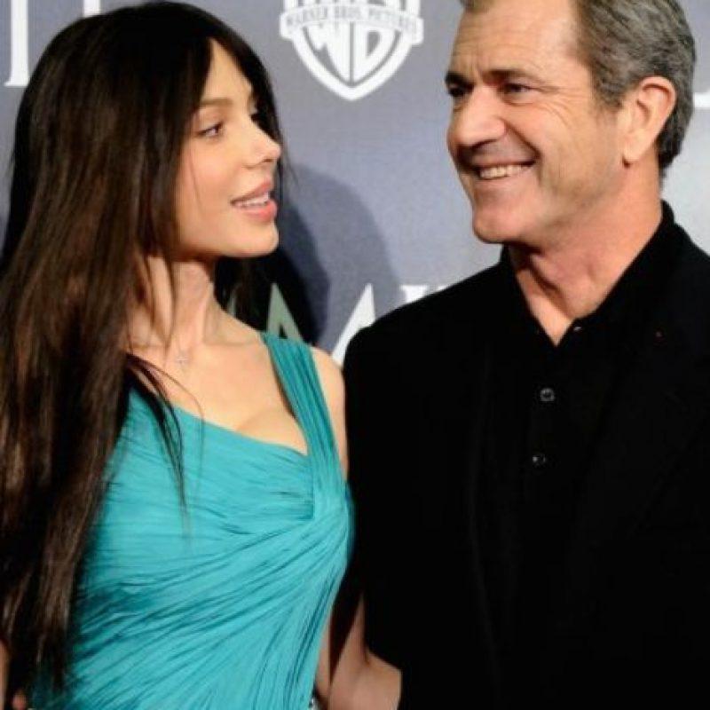 Mel Gibson: Fue arrestado por golpear a su expareja, Oksana Grigorieva. El actor y director también fue criticado cuando fueron publicadas sus llamadas telefónicas a Grigorieva, donde amenazaba con matarla. Foto:Getty Images