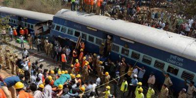 Recién nacido sobrevive tras caer por agujero de inodoro de un tren en India