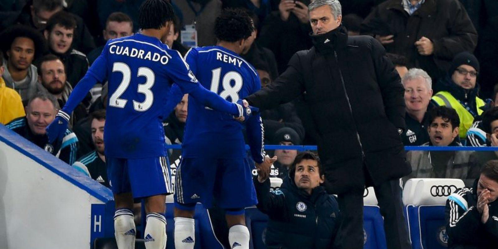Mou tiene al Chelsea en la cima de la Premier League Foto:Getty