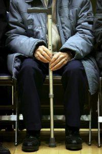3. Poner cojines adicionales en el asiento de sofás o sillas Foto:Getty Images