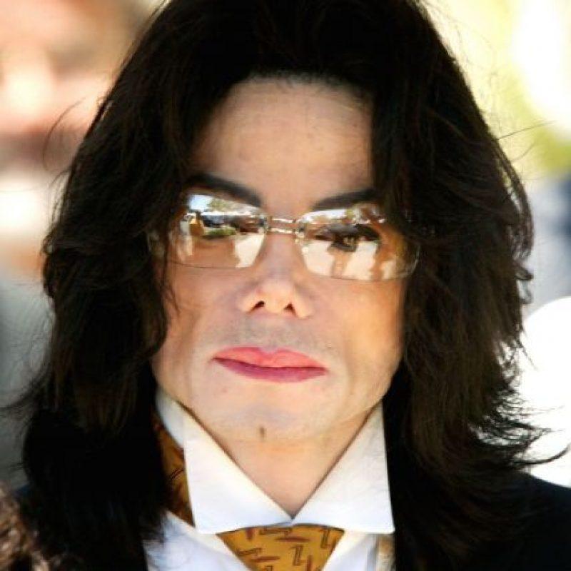 """Michael Jackson Un año después de su muerte, Scott Thorson, el ex novio del pianista Liberace reveló que mantuvo una relación sentimental con el """"Rey del pop"""". Foto:Getty Images"""