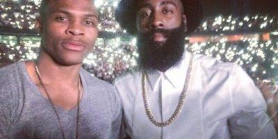 El hombre de los Rockets de Houston combina su gran barba con exóticos sombreros, camisetas y pantalones Foto:Instagram: @jharden13