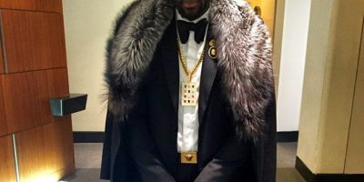 Joyas, cadenas y ropa holgada suele combinar el basqutbolista de los Mavericks Foto:Instagram @amareisreal