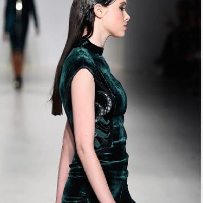 Sportswear de terciopelo. Desde las sudaderas en este material con apliques brillantes que se ponía Paris Hilton en la década de 2000 no vimos nada parecido. Foto:Getty Images
