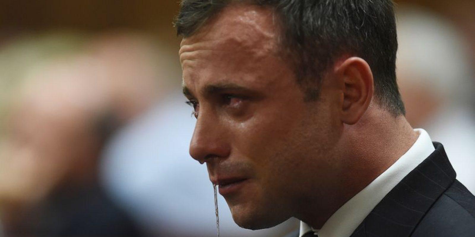 Pistorius, quien compitió en los Juegos Olímpicos de 2012, fue condenado a cinco años de prisión por la muerte de su novia, la modelo Reeva Steenkamp ocurrida el 14 de febrero de 2013. Foto:Getty Images