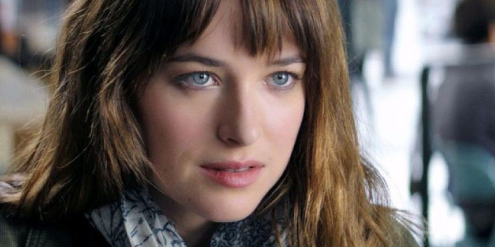 """Anastasia es lo que se define en el reino de la ficción como una """"Mary Sue"""": perfecta, virginal, inocente, fascinante, aunque no muestre nada para probarlo. Y es increíble que no se haya tocado a sí misma en 22 años. Foto:Facebook/FiftyShadesofGrey"""