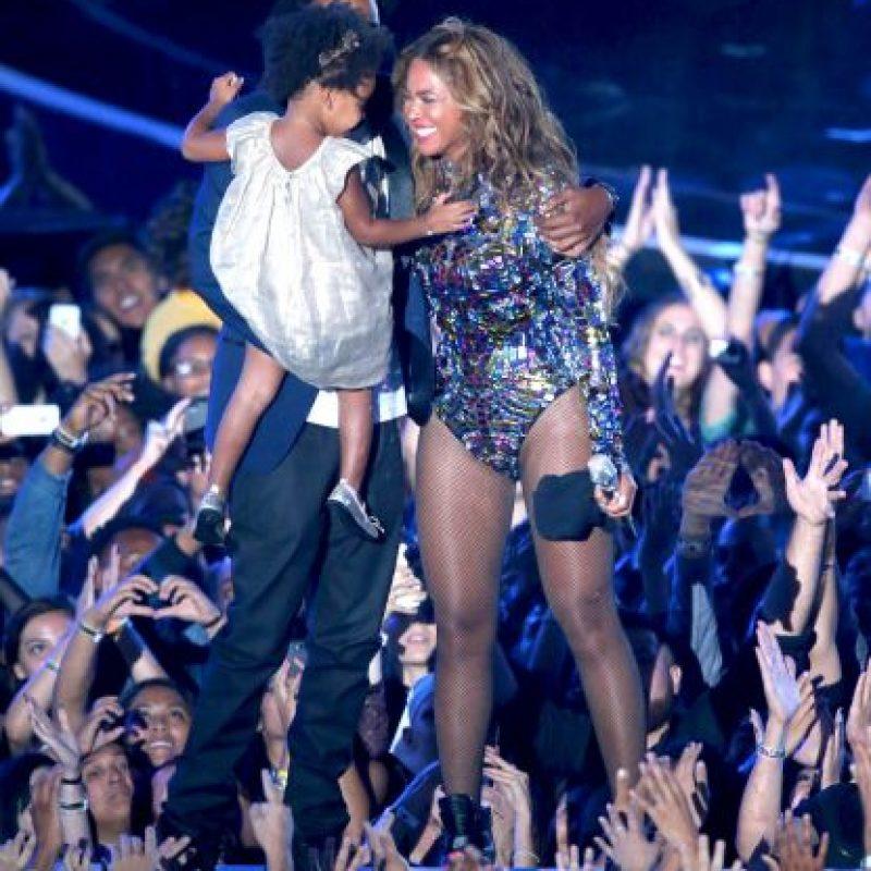 Sin embargo, no se vieron signos de problemas en el matrimonio cuando Jay y su hija Blue le entregaron a Beyoncé el premio MTV Michael Jackson Vanguard durante los MTV Video Music Awards 2014. La familia incluso compartió un emotivo abrazo sobre el escenario Foto:Getty Images