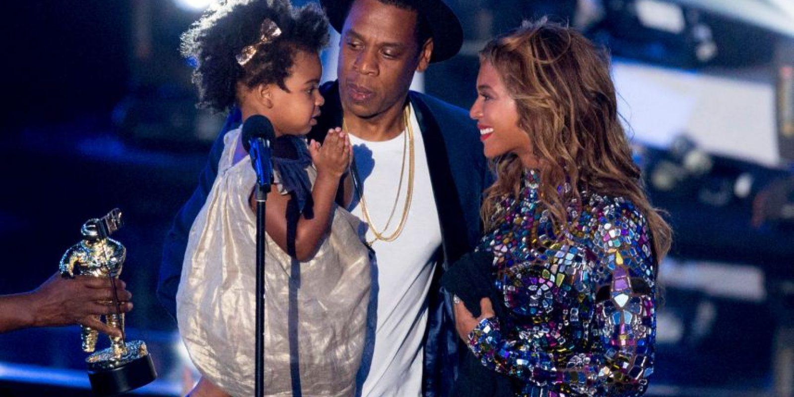 """En 2013 Beyoncé lanzó su quinto disco solista de manera inesperada. Incluyó la canción """"Drunk in Love"""", otra colaboración con Jay. La pareja se llevó todas las miradas con su actuación del sensual simple en los Premios Grammy 2014 en enero Foto:Getty Images"""