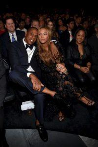 """Bey y Jay fueron grandes partidarios de Barack Obama durante su campaña presidencial y se unieron a la muchedumbre en la ceremonia inaugural de 2009. Beyoncé incluso dio una serenata para el nuevo presidente y la primera dama Michelle de su canción favorita, """"At Last"""" de Etta James, durante el baile inaugural Foto:Getty Images"""