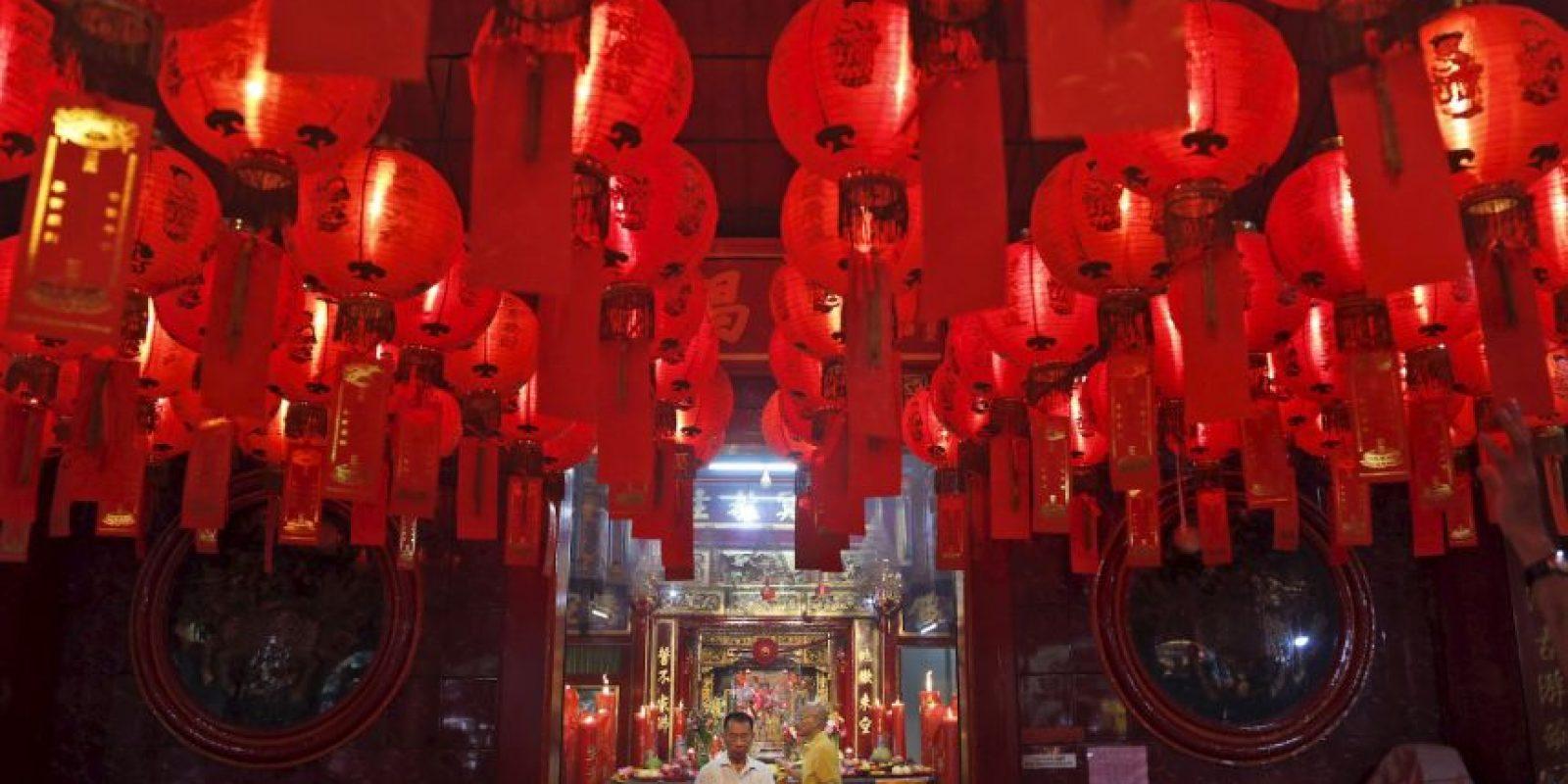 Cientos de adornos iluminaban las calles. Foto:AP