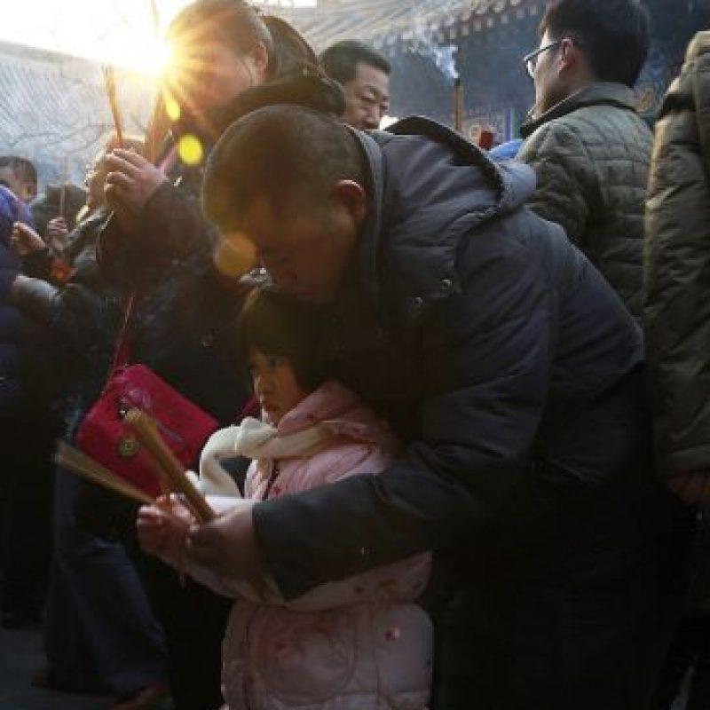 Las autoridades pidieron a la gente limitar el lanzamiento de petardos. Foto:AP
