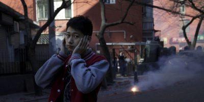 Los fuegos artificiales ayudan a alejar la mala suerte en el nuevo año que comienza. Foto:AP