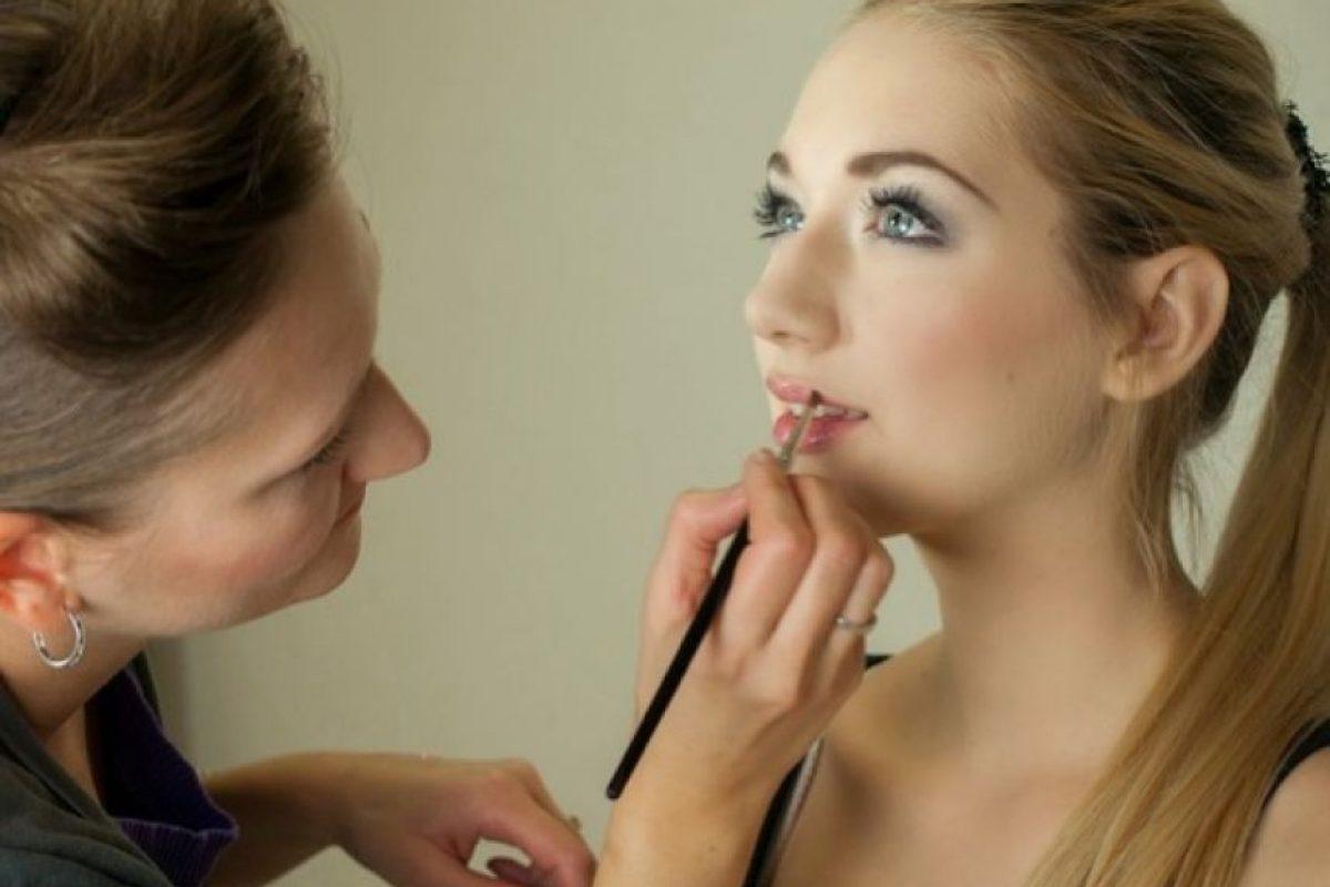 Según la página especializada en parejas, YourTango, el 57% de las mujeres preferiría dejar a su novio antes que olvidarse de su estuche de maquillaje. Foto:Pixabay