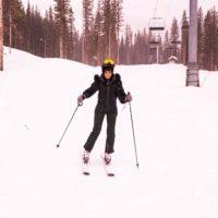 8.- Porque parece una profesional mientras esquía en la nieve Foto:Instagram/badgalriri