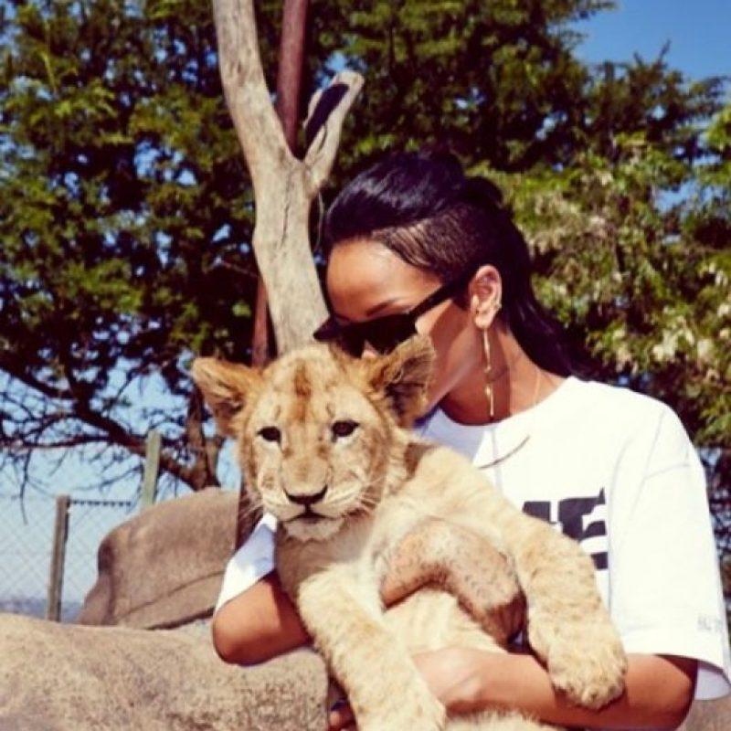 15.- Porque siempre nos demuestra que es una amante de los animales Foto:Instagram/badgalriri