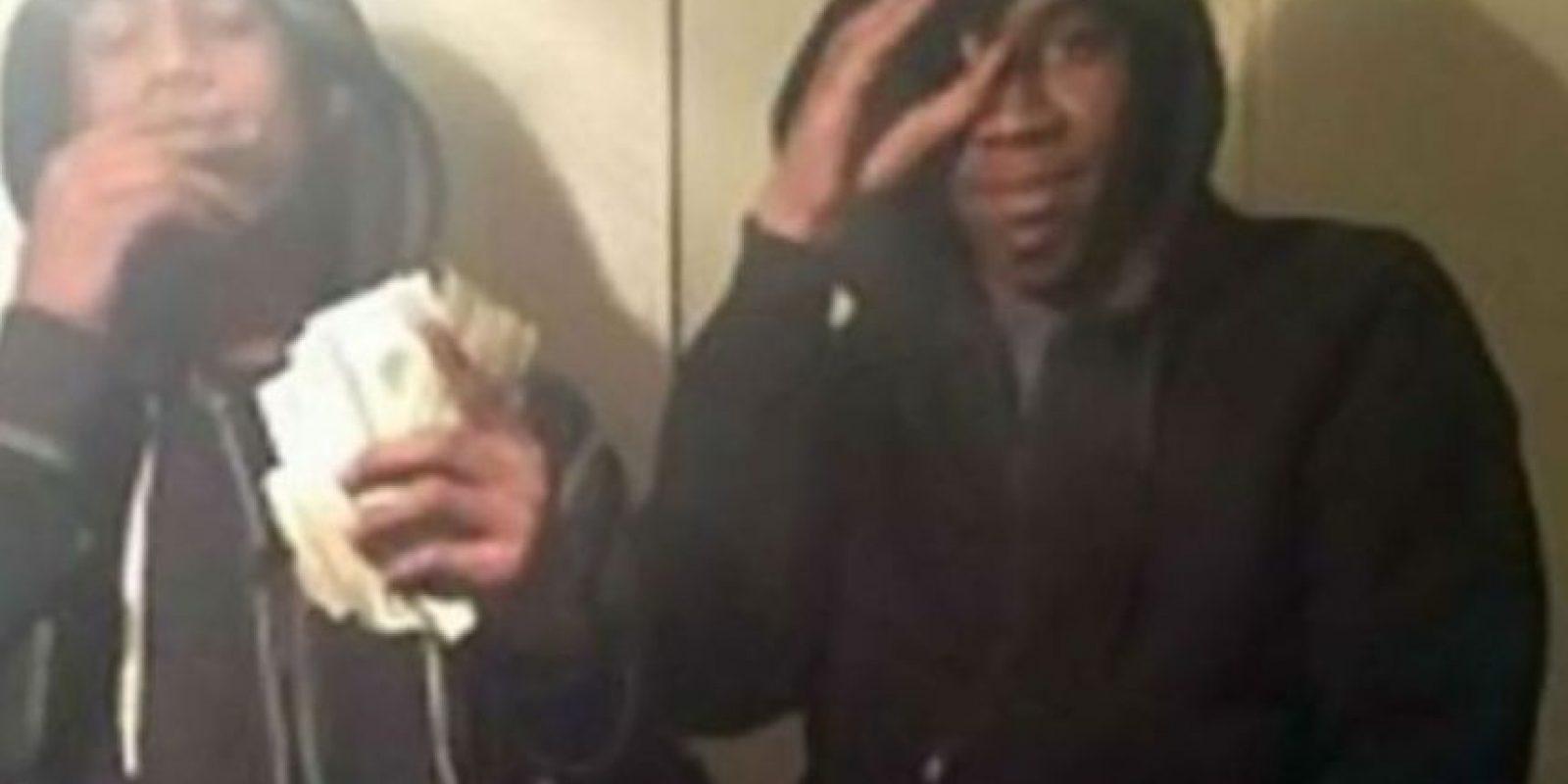 Estos adolescentes realizaron varios robos y se tomaron un selfie con un iPhone robado. Foto:Twitter