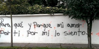Son ecuatorianos anónimos que corrigen los desastres ortográficos que se encuentran en las calles. Foto:Acción Ortográfica/Quito/Facebook