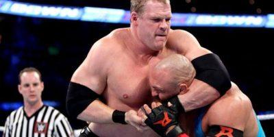 Chocarán con el trío formado por Kane Foto:WWE