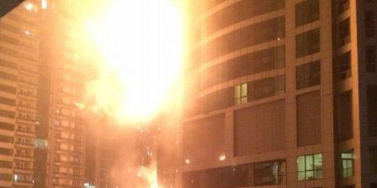 VIDEO. Incendio de gran magnitud en uno de los más altos rascacielos en Dubái