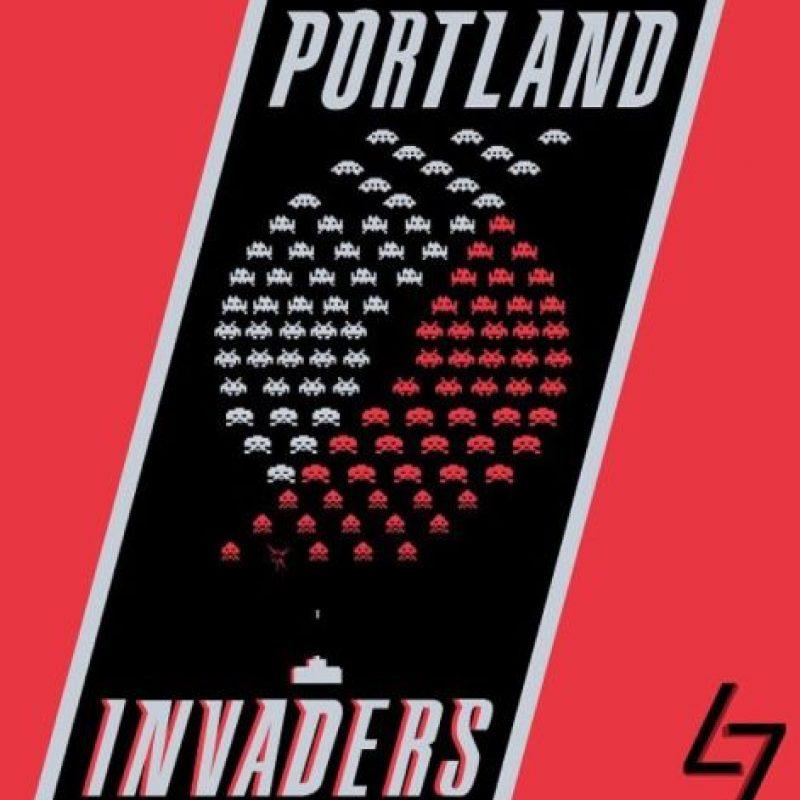 """""""Space Invaders"""" en el logo de Portland Trail Blazers. Foto:instagram.com/ak47_studios"""