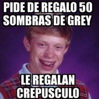 """4. Detienen a mujer por masturbarse en plena función de """"50 sombras de Grey"""": Una mujer en Sinaloa, de 33 años, comenzó a masturbarse en plena sala de cine. Foto:QuickMeme"""