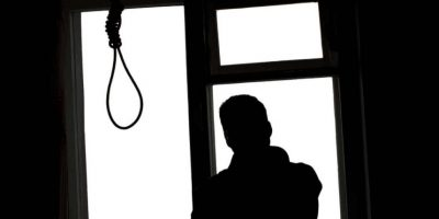 """4. """"200 ingenieros graduados se suicidan tras enterarse que son 'Licenciados en Ingeniería"""". Foto:Tumblr.com/Tagged-sucidio"""