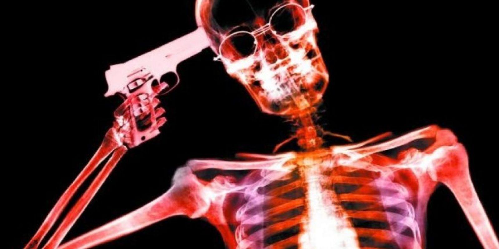 """Esta noticia fue publicada por el diario mexicano """"El Deforma"""" Foto:Tumblr.com/Tagged-sucidio"""