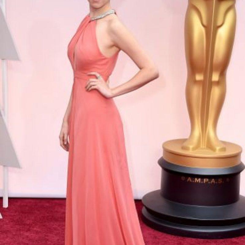 Anna Kendrick, por ahora la mejor vestida con su sobrio atuendo coral. Foto:Getty Images