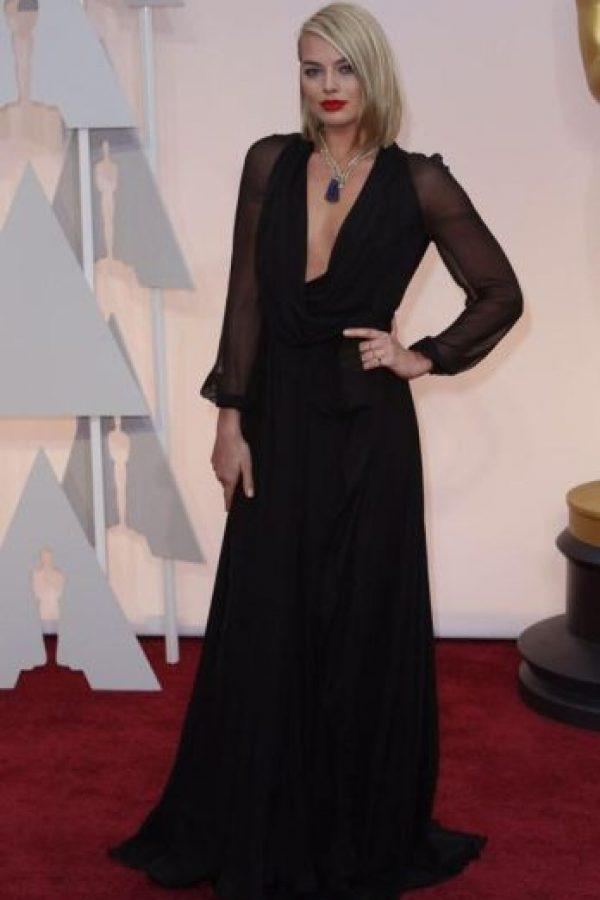 Margot Robbie, de negro pero con menos elegancia. Foto:Getty Images