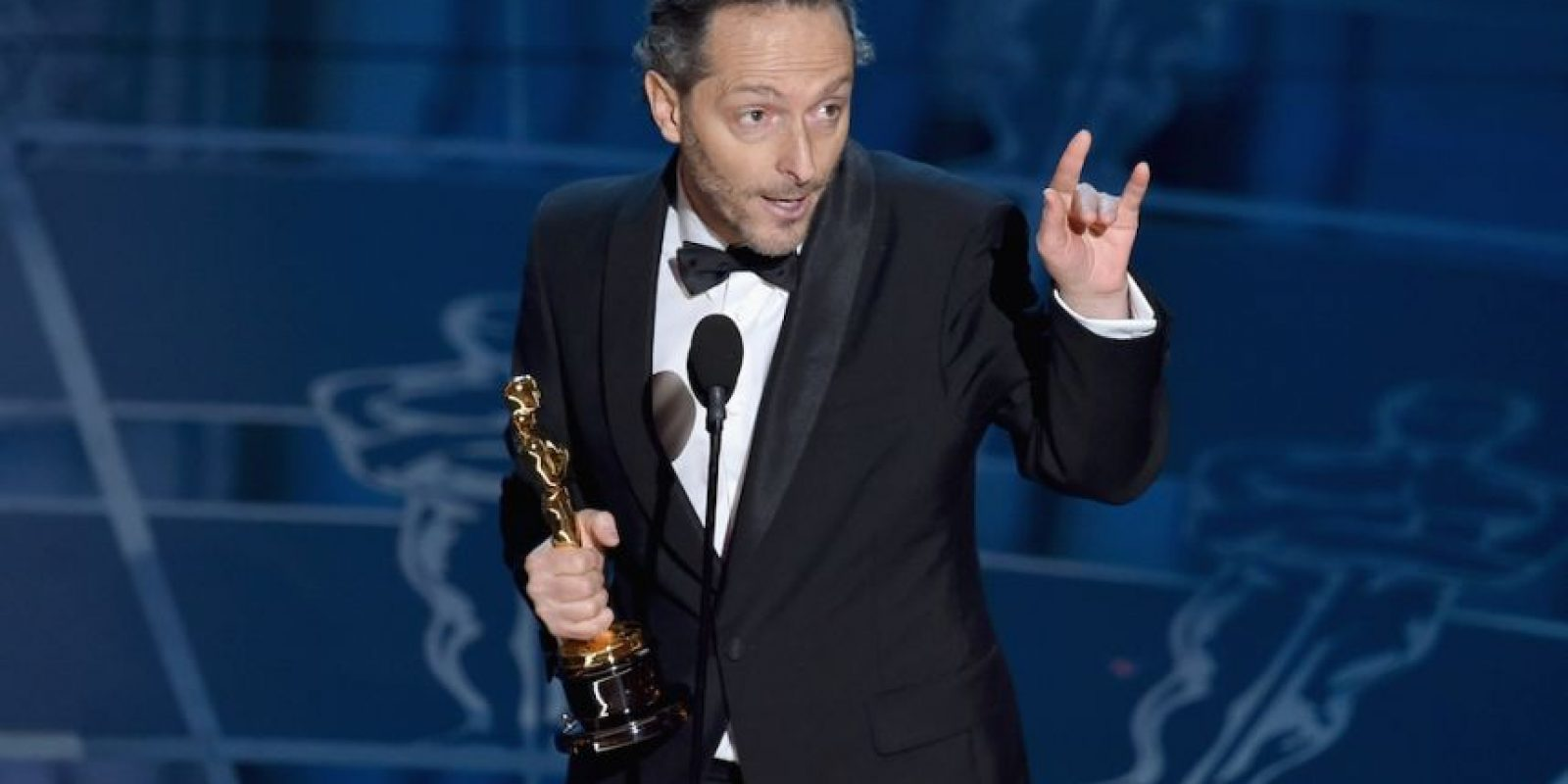 "Lubezki al recoger su Oscar por el trabajo realizado en ""Birdman or (The Unexpected Virtue of Ignorance)"". Foto: Getty Images"